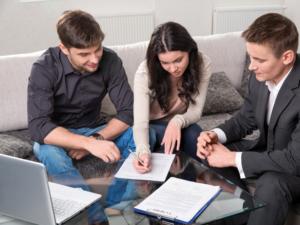 Стоит ли продавать недвижимость при долгах по кредитам?