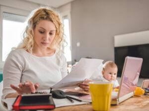 Может ли мать распоряжаться имуществом несовершеннолетнего ребенка?