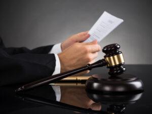 Суды стали рассматривать споры дистанционно