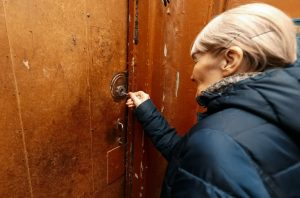 Как россияне страдают после отказа от страхования своего жилья?